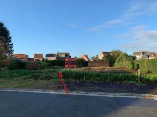 Rustig gelegen bouwgrond in Zogge! Dit bouwklaar linker perceel ligt te midden in een woonwijk, in een doodlopende straat doch vlakbij het centrum en