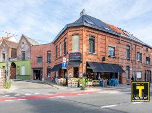 In het centrum van Sint-Amandsberg treffen we deze goed draaiende handelszaak (groenten- en fruitwinkel) en 2 appartementen. Op het gelijkvloers bevin