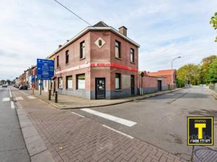 """Daar waar mijn jeugd begon... Handelspand gekend als """"De Roskam"""", meer dan 50 jaar café en daarna een succesvolle boekenwinkel en broodjeszaak."""
