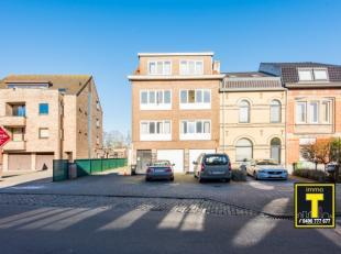 Gelegen te Wondelgem, in de directe nabijheid van openbaar vervoer treffen we dit appartement met 2 slaapkamers, terrasje en private berging (op het g