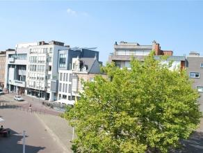 Volledig gerenoveerd en ruim appartement gelegen op de derde verdieping (met lift) aan de Houtbriel in het centrum van Sint-Niklaas. Het appartement h