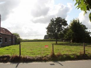 ***OPTIE*** Zeer rustig en landelijk gelegen bouwgrond in Droeshout, een landelijke deelgemeente van Opwijk.<br /> Veel groen, met zicht over de velde