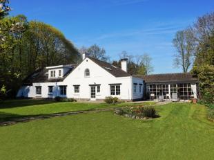 A Lasne, aux abords de Rixensart, nous vous présentons une agréable villa avec piscine sur un terrain de +/- 24 ares 83 centiares jolime