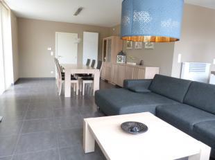 Deze nieuwbouwwoning is gelegen in een recente rustige verkaveling te Evergem Belzele.<br /> De woning beschikt over een doordachte functionele indeli