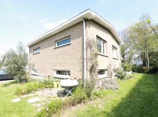 Deze ruime woning heeft een bewoonbare oppervlakte van 229m² op een perceel van 772m². Verder is de woning centraal gelegen in Mariakerke na