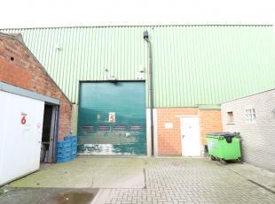 Magazijn met een vloeroppervlakte van 280 m² +- 14 meter op 20 meter, in een deel van het magazijn is een verdiep aanwezig.Het magazijn is beschi
