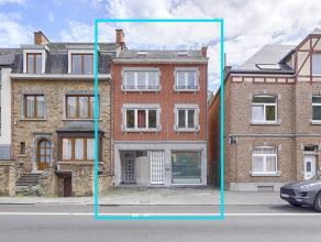Kom meer over het pand te weten op DirectVerkoop.com onder de referentie 42670.<br /> Mooie, ruime woning, met mooie hoge plafonds, die verschillende