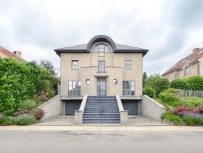 Découvrez le bien plus en détails sur www.vendredirect.com, sous la référence 31200.<br /> Villa dexception d'architecte s