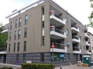 Klassevol appartement op topligging tegenover het atheneum en vlakbij openbaar vervoer, invalswegen en winkels.Dit ruime en lichte appartement is gele