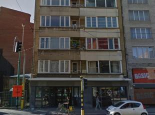 Dit ruime appartement is centraal gelegen aan de Turnhoutsebaan, vlakbij winkels, openbaar vervoer en de Antwerpse ring.<br /> Het appartement bevindt