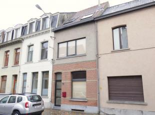 Deze leuke split-level woning is gunstig gelegen in het hart van Wilrijk op wandelafstand van Cultuurcentrum De Kern en de Bist, vlakbij openbaar verv