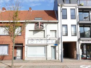 Op een gunstige locatie in het centrum van Oud-Turnhout bevindt zich dit te renoveren handelspand met woonst op een grondoppervlakte van 221 m².<