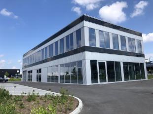 Aan de Brusselse Ring vindt u dit gebouw bestaande uit twee kantooroppervlakten - er blijft enkel de eerste verdieping TE KOOP of TE HUUR. Deze kantoo