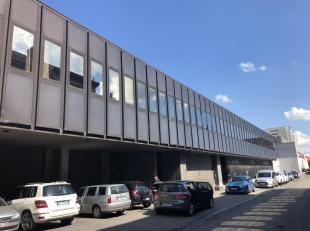 Liège (4000) en bordure de Meuse proche des axes autoroutiers et du centre commercial Médiacité vous trouverez cet immeuble mixte