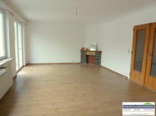 FOREST limite UCCLE. Bel appartement 2 chambres, situé au 1er étage d'un petit immeuble calme sans ascenseur de +/-100 m² avec gran