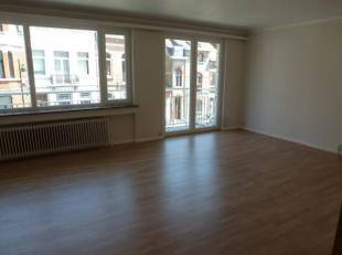 FOREST limite UCCLE. Bel appartement 2 chambres, situé au 3ème étage d'un petit immeuble calme sans ascenseur de +/-100 m² a