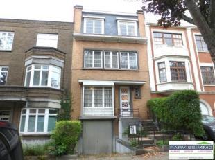 *** TROP TARD *** UCCLE- Quartier Coghen- Belle maison 2 façades à rénover datant des années 1934 et offrant une surface n