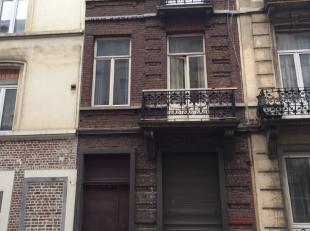Belle opportunité d'investissement -  Place Fontainas - Face au pietonnier en construction - Immeuble  de 3 étages, d'une superficie tot