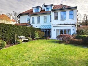 Quartier Prince d'Orange, dans une rue calme, ravissante maison 3 façades de 200 m2 habitables sur un terrain de 11,50 ares. La maison se compo