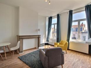 Centre-Ville: Bel appartement meublé!Situé au troisième étage d'une magnifique maison de maître, cet appartement se