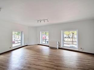 Saint-Catherine: Appartement une chambre! Au 1ier étage d'un immeuble du 19è siècle, appartement lumineux entièrement r&ea