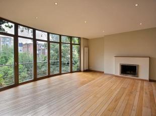 Ixelles: Quartier Roosevelt: Lumineux appartement 2 chambres!Situé au 3ième et dernier étage de l'immeuble, le bien se compose d'