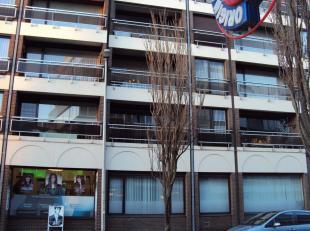 Mooi ruim verzorgd appartement met 3 slaapkamers gelegen op het derde verdiep. Er is een Lift.<br /> Ligging : aan het station, op wandelafstand van d