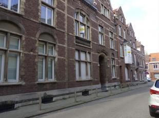 Voormalig schoolgebouw en intern verbonden woning te koop via Covast Biedingssysteem<br /> Het schoolgebouw omvat een kelder, gelijkvloerse verdieping