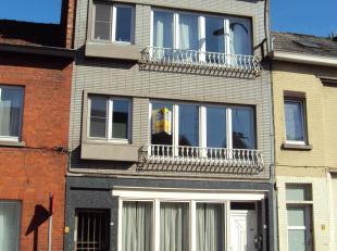 Gerenoveerd appartement met twee slaapkamers aan rand van de stad.<br /> Het appartement is gelegen op het eerste verdiep. Er is geen lift waardoor de