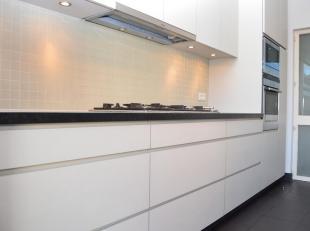 Mooie open ruimtes en authentieke elementen dat biedt dit appartement zijn of haar bewoner(s). Een appartement dat volledig is afgewerkt met de meest