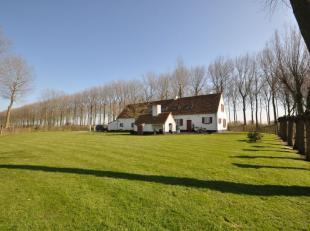 Op de meest rustgevende ligging van Brugge en omstreken vindt u hier: authentiek landhuis met mooie tuin en grote vijver. Volledig gerenoveerd in 2008