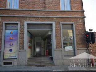 Surface pour bureau ou commerce, située au centre ville, comprenant  un bureau de 31.5m² et une toilette.