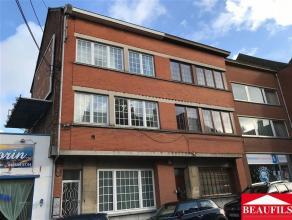 Bel appartement duplex situé au centre ville à proximité de toutes les commodités, comprenant un séjour de 27m&sup2
