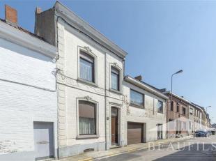 Double habitation sur un terrain de 10 ares, se composant d'une maison avec hall d'entrée, living de 21m2, cuisine, arrière cuisine, bur