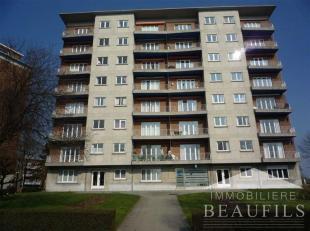 Bel appartement rez-de-chaussée proche du centre ville, comprenant un hall d'entrée, une toilette, un living de 27m², une cuisine s