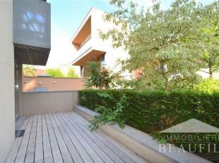 Très bel appartement situé au calme et à proximité de toutes les commodités, comprenant un hall d'entrée, un