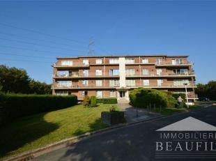 ARQUENNES (3km de Nivelles) A proximité immédiate de Nivelles, grand appartement comprenant un hall d'entrée, une toilette, un d&