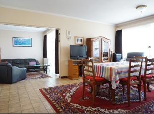 Cet appartement 3 chambres (possibilité4) est situé au 9ème étage d'un immeuble construit à proximité de la