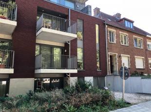 Nieuwbouw appartement met 2 slaapkamers en autostaanplaats.<br /> Dit appartement werd nieuw gebouwd in 2015 volgens de laatste nieuwe energienormen,