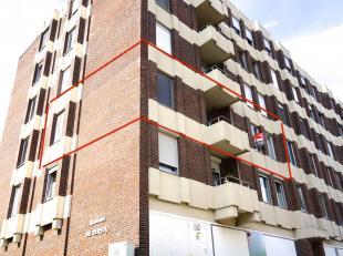 Volledig vernieuwd rustig gelegen appartement met 2 slaapkamers en garage op 10 minuten van het centrum van Leuven.<br /> Indeling: Inkomhal, wc, livi