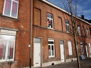 Leuke rijwoning in het centrum van Leuven, maar toch rustig gelegen.<br /> Indeling: <br /> gelijkvloerse verdieping; inkomhal, ingerichte keuken met