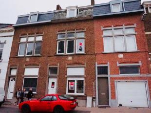 Nieuw gerenoveerde rijwoning in het centrum van Leuven.<br /> Volledig gemeublileerd. NIET VOOR STUDENTEN.<br /> Indeling:<br /> Gelijkvloerse verdiep