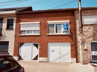 Bel-étage woning met 2 slaapkamers (mog. 4 slk ), terras en grote garage.<br /> Deze woning heeft een ideale ligging op 10 min van het centrum