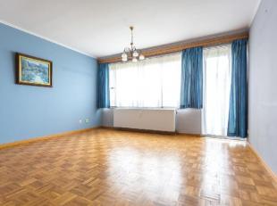 Situé dans le centre de Nivelles, proche des commerces et de la gare, appartement de 85m² composé d'un agréable hall d'entr&