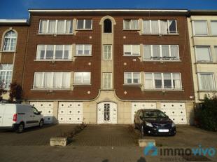 Opbrengsteigendom bestaande uit 6 grote appartementen, 4 dubbele garages en gemeenschappelijke tuin. Zeer goede verbinding E19. Het gebouw bestaat uit
