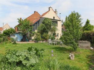 Ravissante maison 3 façades de 1930 sise sur un terrain de ±3 ares idéalement située à quelques minutes à pi