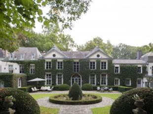 Château du XVIIIe siècle entièrement restauré dans un parc de 6 HA avec étangs et ruisseau. Comprenant : 2 halls d'e