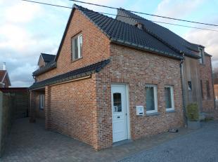 Aan de Sint-Lambertusstraat 4 te Sint-Lambrechts-Herk treffen we deze charmante, volledig instapklare woning met twee ruime slaapkamers. De nabijheid