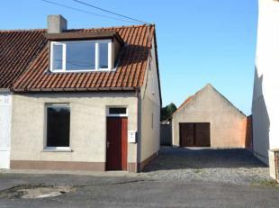 Deze halfopen woning is gelegen in een doodlopende straat, vlakbij het kruispunt De Reiger te Ichtegem.Indeling woning met stockageplaats: * woonkamer