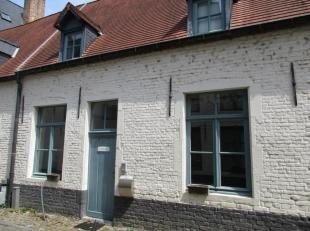 Karaktervolle woning op unieke locatie in Leuven Klein Begijnhof 23 Beschikbaar vanaf 01/10/2018 Indeling: centrale inkomhal, uitgeruste keuken, leefr